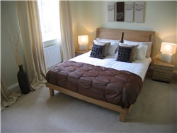 picture bedroom after home staging for estate agents